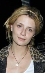 MISCHA BARTON AL NATURALE IN UN LOCALE DI LOS ANGELES / L'attrice pare irriconoscibile e visibilmente sciupata