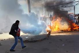 Libia: bombardamenti pesanti a Misurata da parte delle truppe di Gheddafi. La città potrebbe cadere nelle mani del Rais