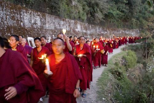 Cina: un altro monaco tibetano si dà fuoco