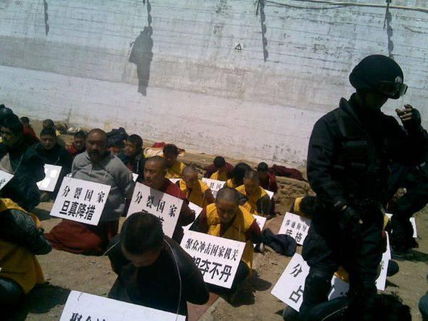 Cina: ancora violazioni dei diritti umani contro i monaci tibetani