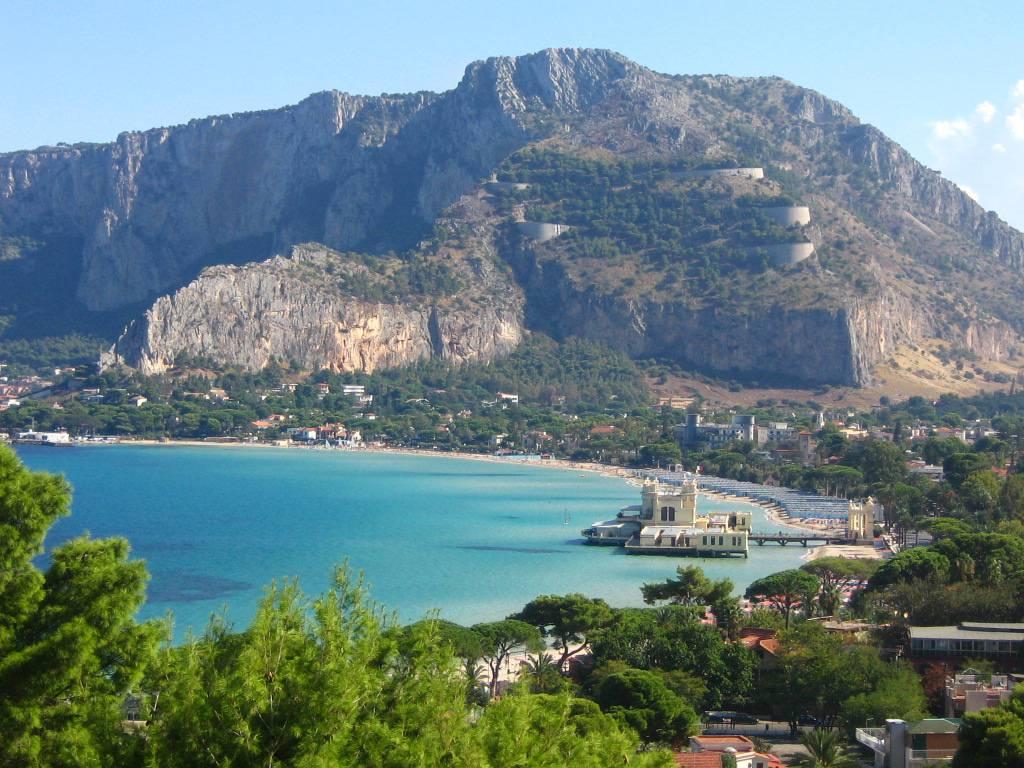 Caldo record a Palermo: 8 dicembre in spiaggia