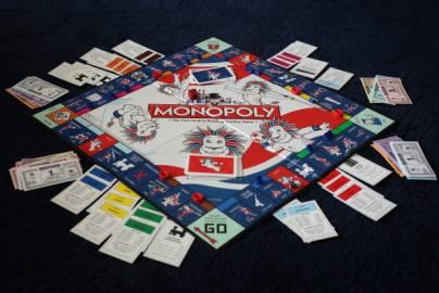 Nuova versione del gioco del monopoli protesta di alcuni for I deputati del pd