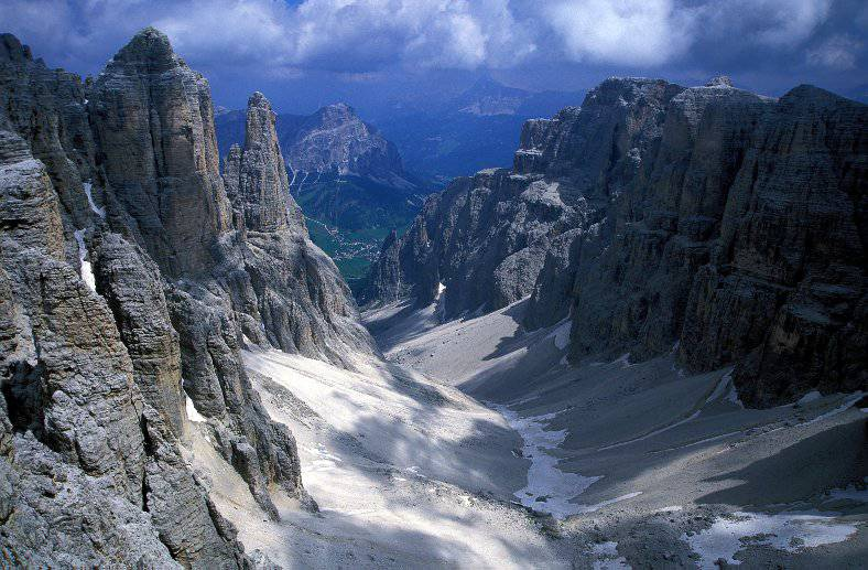 Tragedia sulle Alpi in Francia: ritrovati i cadaveri di sei scalatori