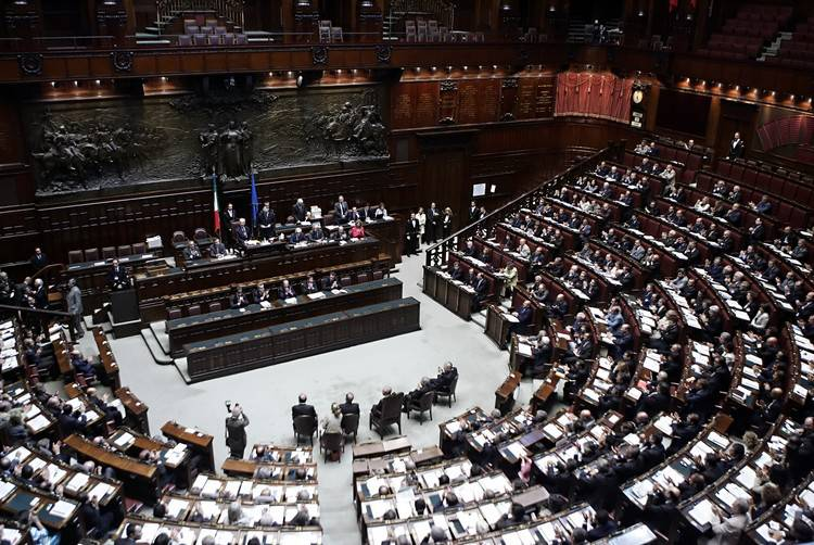 Voto fiducia montecitorio iniziata la votazione in aula for Votazione camera dei deputati