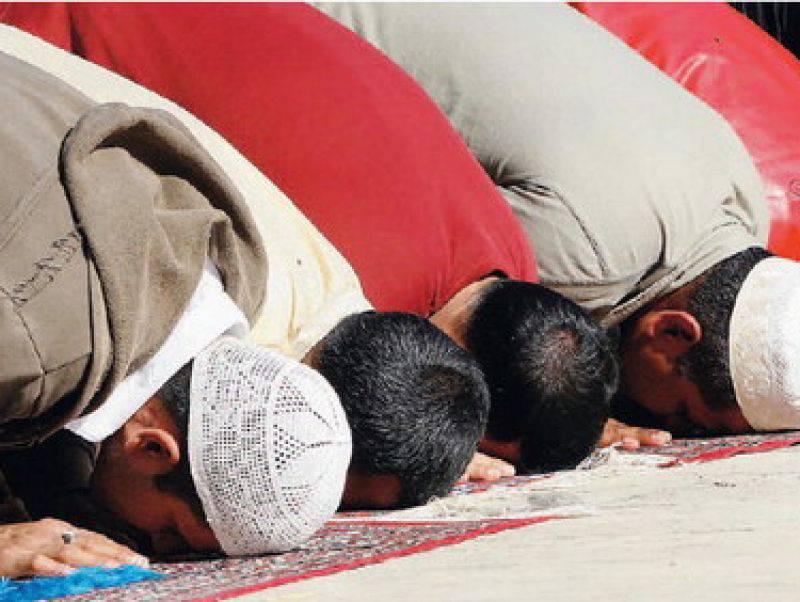 Guerra in Libia, in migliaia in piazza a Tripoli per la preghiera di fine Ramadan: alto il rischio attentati