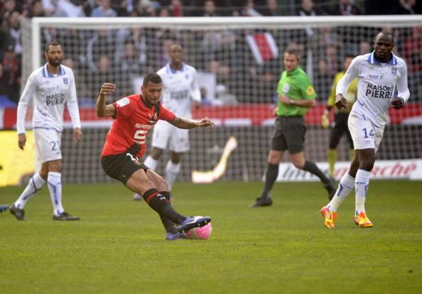 mvila2 Calciomercato Inter, derby col Milan per M'Vila
