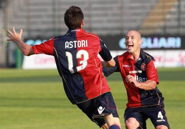 De Laurentiis, proposta choc al Cagliari: 32 milioni per Ibarbo, Nainggolan e Astori