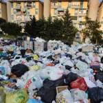 L'Ue annuncia sanzioni all'Italia per l'emergenza rifiuti a Napoli