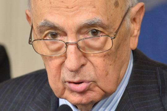 """Quirinale: """"Falso che Napolitano abbia posto termine al governo"""""""