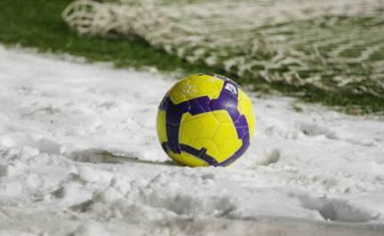 neve 01 La neve spazza via anche il calcio: Parma Juventus rinviata per impraticabilità