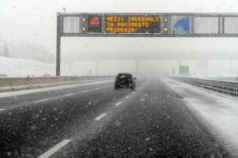 Neve in autostrada (Foto: OLIVIER MORIN/AFP/Getty Images)