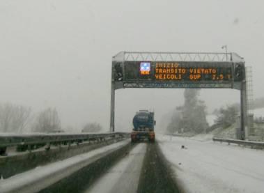 Automobilisti bloccati dal maltempo citano Autostrade spa: richiesti risarcimenti dai 500 ai 1000 euro