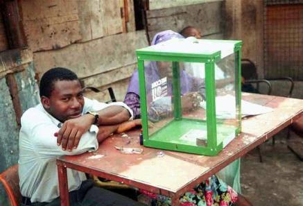 Elezioni in Nigeria: aperti i seggi, tra attacchi e violenze