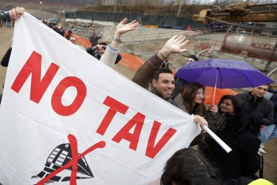 Susa, al via il corteo No Tav: sfilano delegazioni italiane e francesi