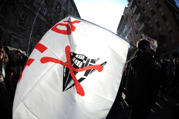 Il Corteo No Tav a Roma si fa violento: giornalisti aggrediti e tangenziale occupata