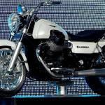 Gruppo Piaggio presenta la nuova Moto Guzzi California: serbatoio muscoloso per l'inedita custom