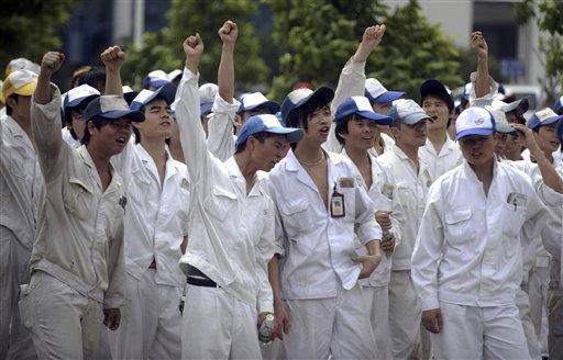 """Cina, lavoratori sempre più arrabbiati: """"Conosciamo i nostri diritti"""""""