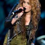 Miley Cyrus (Miley Stewart/Hannah Montana della serie Disney) in una esibizione hot durante un concerto (vedi foto)