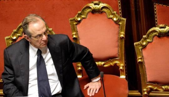 Pier Carlo Padoan in Senato (ANDREAS SOLARO/AFP/Getty Images)