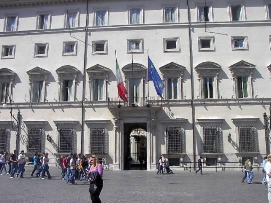 palazzo chigi2 e1327062212985 Liberalizzazioni: i commenti dei partiti. Siciliani in ginocchio a causa dello sciopero dei tir
