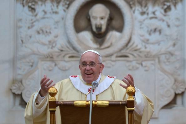 """Papa Francesco al Verano: """"Ancoriamo il nostro cuore alla speranza che non delude"""""""