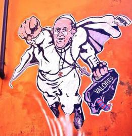 Murales Papa Francesco in versione Superman a Roma (fonte: @vaticano_news)