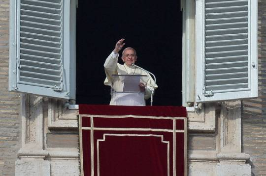 Il papa all 39 angelus sostenete i cardinali e assisteteli - Finestra del papa ...