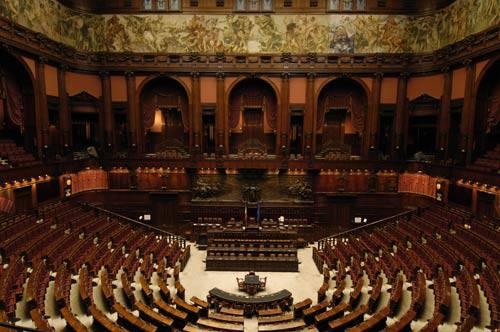 Diretta live streaming sfiducia al Governo Berlusconi, lunedì 13 dicembre 2010. Segui le fasi del voto del Parlamento minuto per minuto