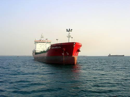 """Contattato via radio il comandante della petroliera italiana sequestrata: """"Stiamo bene"""""""