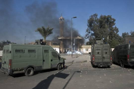 Furgoni della polizia egiziana (Getty images)