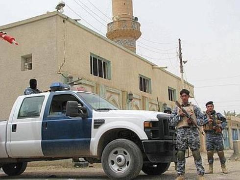 Iraq: tre kamikaze uccidono comandante noto per caccia ai terroristi al Qaeda