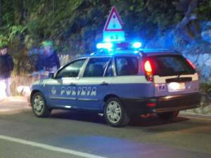 polizia-stradale-notturna1_148214-300x225