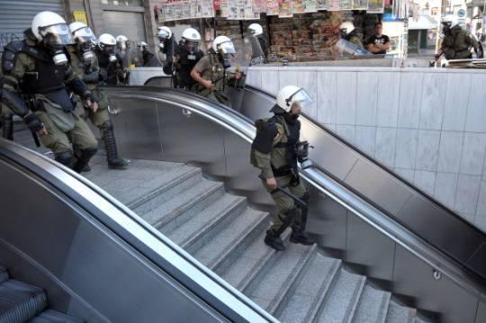 Austerity in Grecia: sciopera anche la polizia
