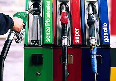 Carburante: salito il prezzo del gasolio, sceso quello della verde