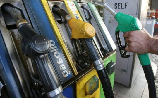 Carburante: benzina oltre l'1,80, diesel a 1,739 euro/litro