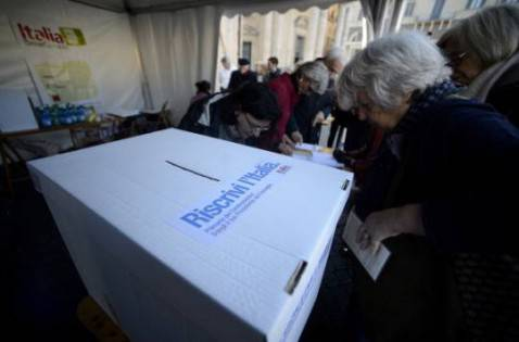 Voto per la primarie (FILIPPO MONTEFORTE/AFP/Getty Images)