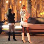 Prostituzione e lotta allo sfruttamento vengono inasprite in Francia: colpita l'industria del sesso