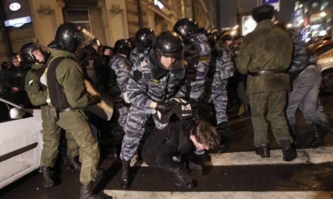 Russia: 30 mila persone a Mosca per manifestare contro i brogli elettorali