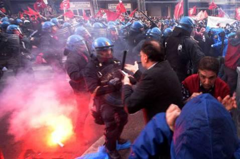 Scontri di piazza (FILIPPO MONTEFORTE/AFP/Getty Images)