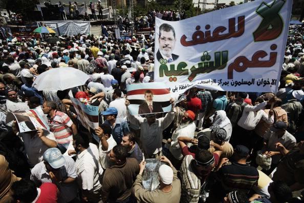 """Proteste in Egitto, esercito interverrà per """"impedire al Paese di cadere in un tunnel oscuro"""""""
