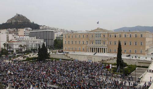 Grecia: seconda giornata di sciopero e voto del Parlamento sul piano di austerità