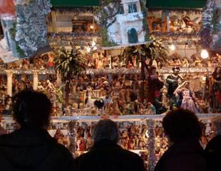 Dove andare a Roma: a Natale piazza di Spagna e piazza Navona ricche di bancerelle con maxi presepi