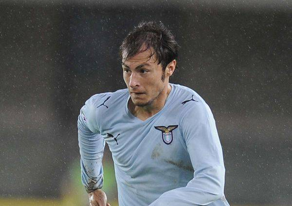 LAZIO RINNOVA RADU / Gli agenti del difensore sono nella sede della squadra capolista. Lotito potrebbe fare un sacrificio, e alzare un pò l'ingaggio del biancoceleste. Su di lui anche la Juventus, pronta a muoversi nell'oscurità.