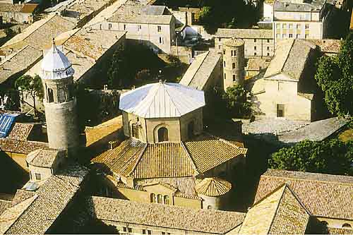 IL GIRO D'ITALIA 2011 PER LA SESTA VOLTA NELLA SUA STORIA FARA' TAPPA A RAVENNA / La corsa dell'anno prossimo e' dedicata ai 150 anni dell'Unità d'Italia