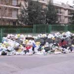 Emergenza rifiuti: assaltato autocompattatore a Boscoreale, ferito l'autista