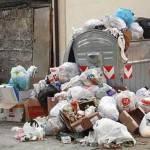 Rifiuti a Napoli, l'emergenza continua: per strada oltre 1500 tonnellate di spazzatura