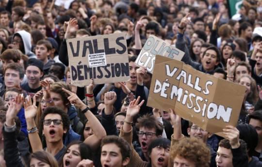 Francia: proteste a Parigi contro l'espulsione di una studentessa Rom