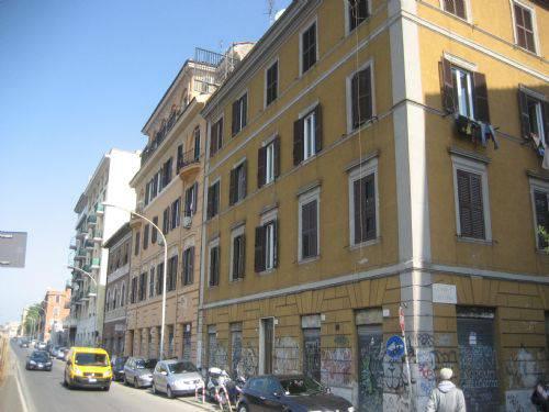 A roma auto della polizia investe anziano l 39 uomo for Paoletti arredamenti via casilina