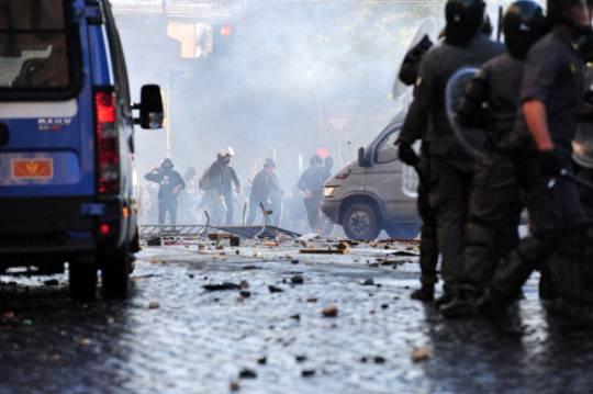 """Roma, 15 ottobre 2011: condanna a sei anni per sei """"indignati"""""""