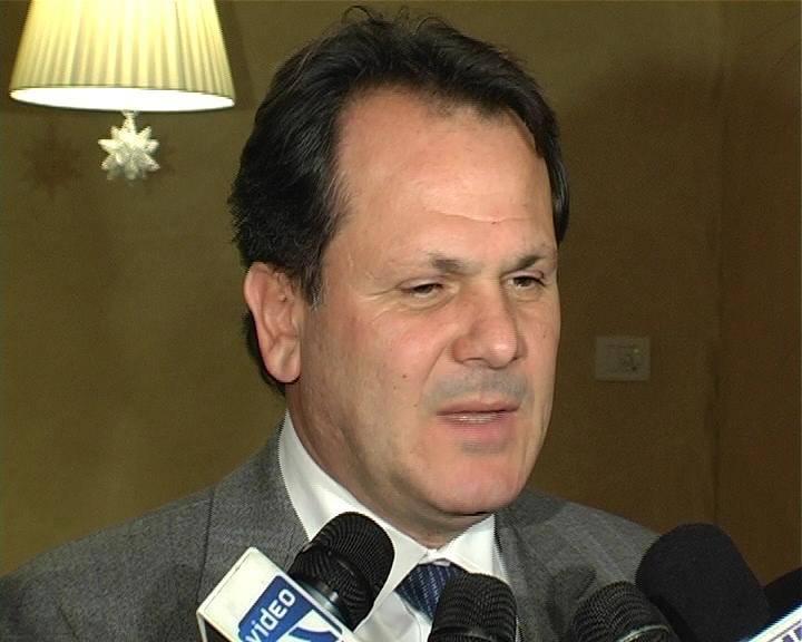 Romano ministro dell'Agricoltura: Berlusconi sotto il ricatto dei Responsabili?
